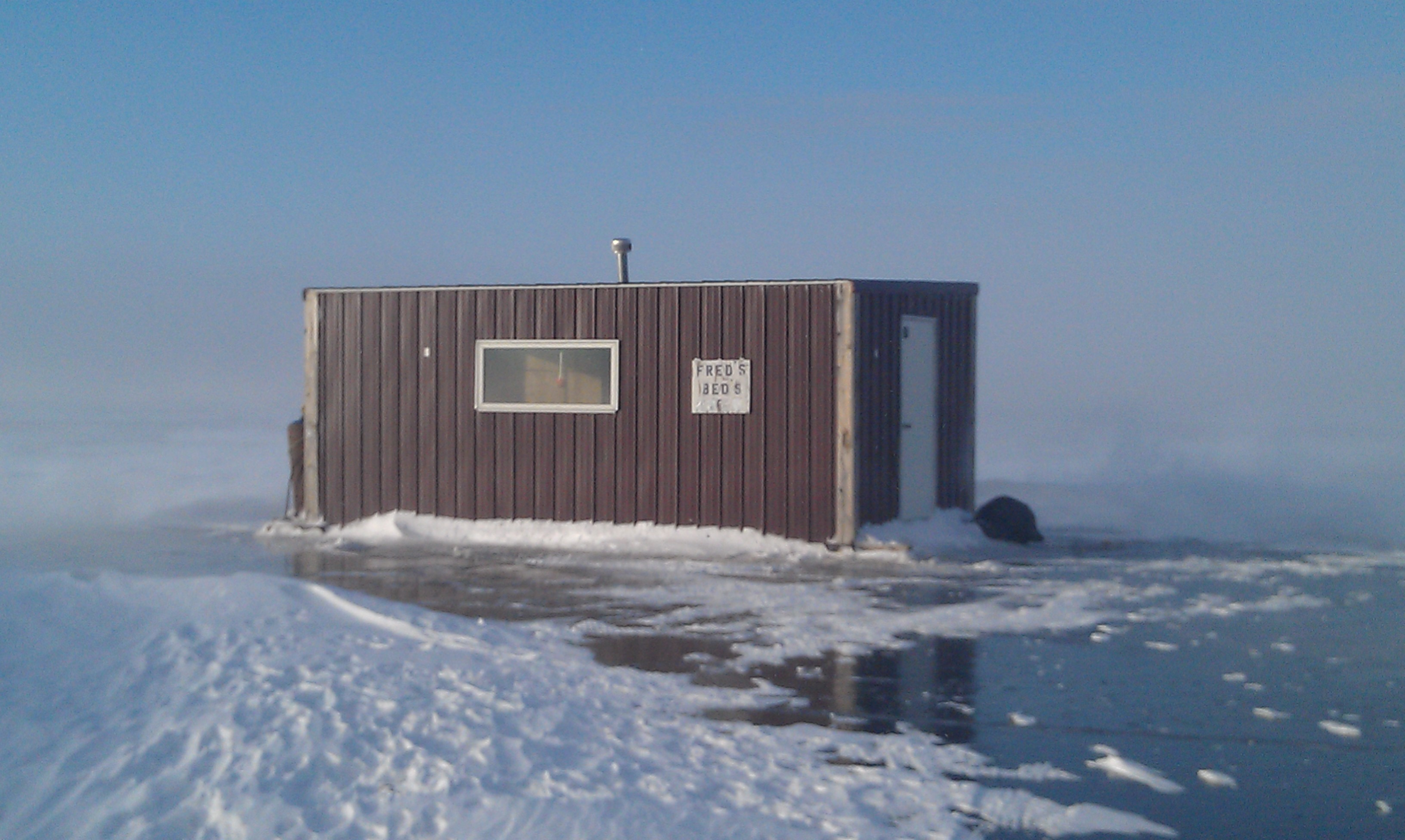 Fred s beds ice fishing sprearing for Lake of the woods fishing lodges